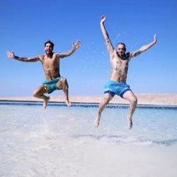 Sergio Ramos con su amigo Aberto en el mar de Egipto