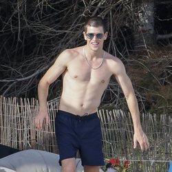 Miguel Bernardeau luce torso desnudo en Ibiza