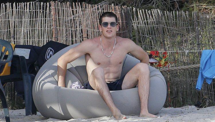 Miguel Bernardeau con el torso desnudo en Ibiza