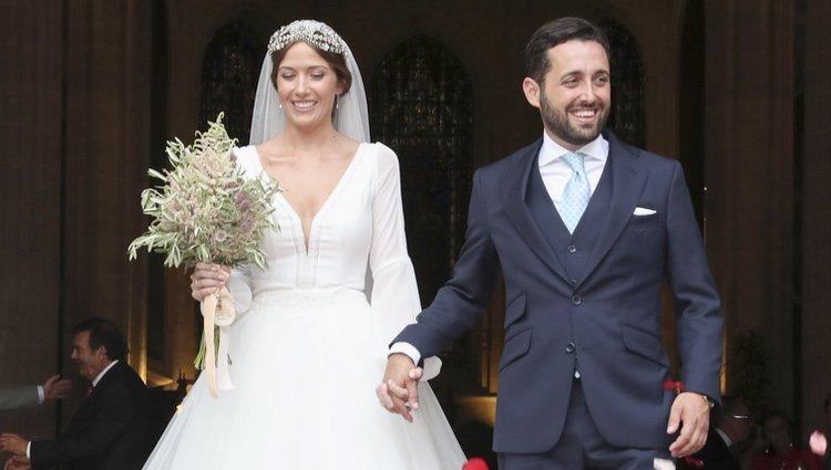 Dámaso González y Miriam Lanza saliendo de la Catedral de Albacete tras su boda