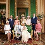 Los Duques de Sussex con su hijo Archie y parte de la Familia Real el día de su bautizo