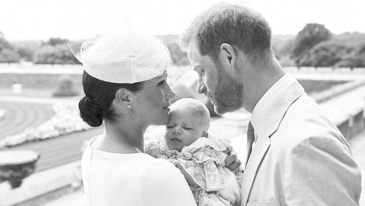 El Príncipe Harry y Meghan Markle con su hijo Archie Harrison el día de su bautizo