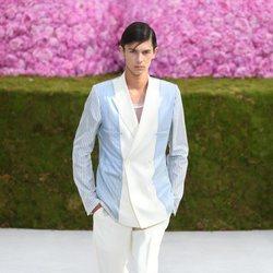 Nicolás de Dinamarca desfilando para Dior en la Paris Fashion Week