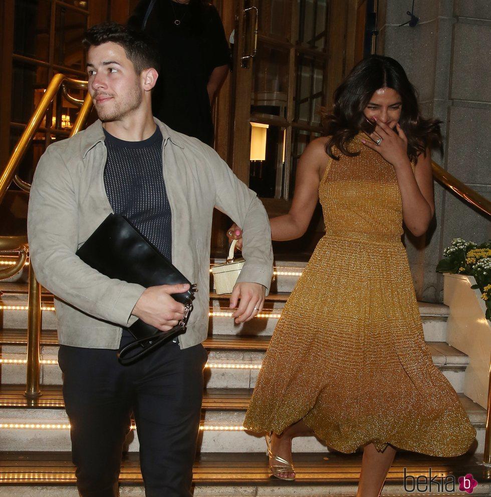 Priyanka Chopra y Nick Jonas de fiesta en Londres