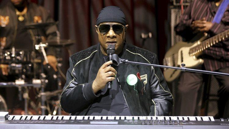 Stevie Wonder ha anunciado que se someterá a un transplante de riñón