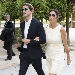 Paz Padilla con Iván Martín, el novio de Anna Ferrer, en la graduación de su hija