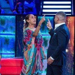 Isabel Pantoja y Jorge Javier Vázquez en un momento divertido de 'Supervivientes 2019'