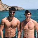 Ricky Merino y Miki Núñez con el torso desnudo