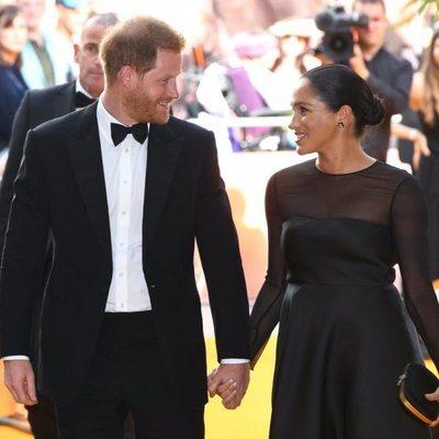 El Príncipe Harry y Meghan Markle acudiendo al estreno de 'El Rey León' en Londres