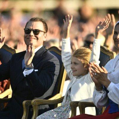 La Princesa Victoria con su marido Daniel de Suecia y su hija Estela de Suecia en la celebración de su 42 cumpleaños