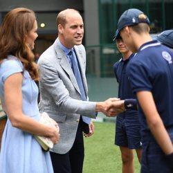 Los Duques de Cambridge saludando a los voluntarios de Wimbledon