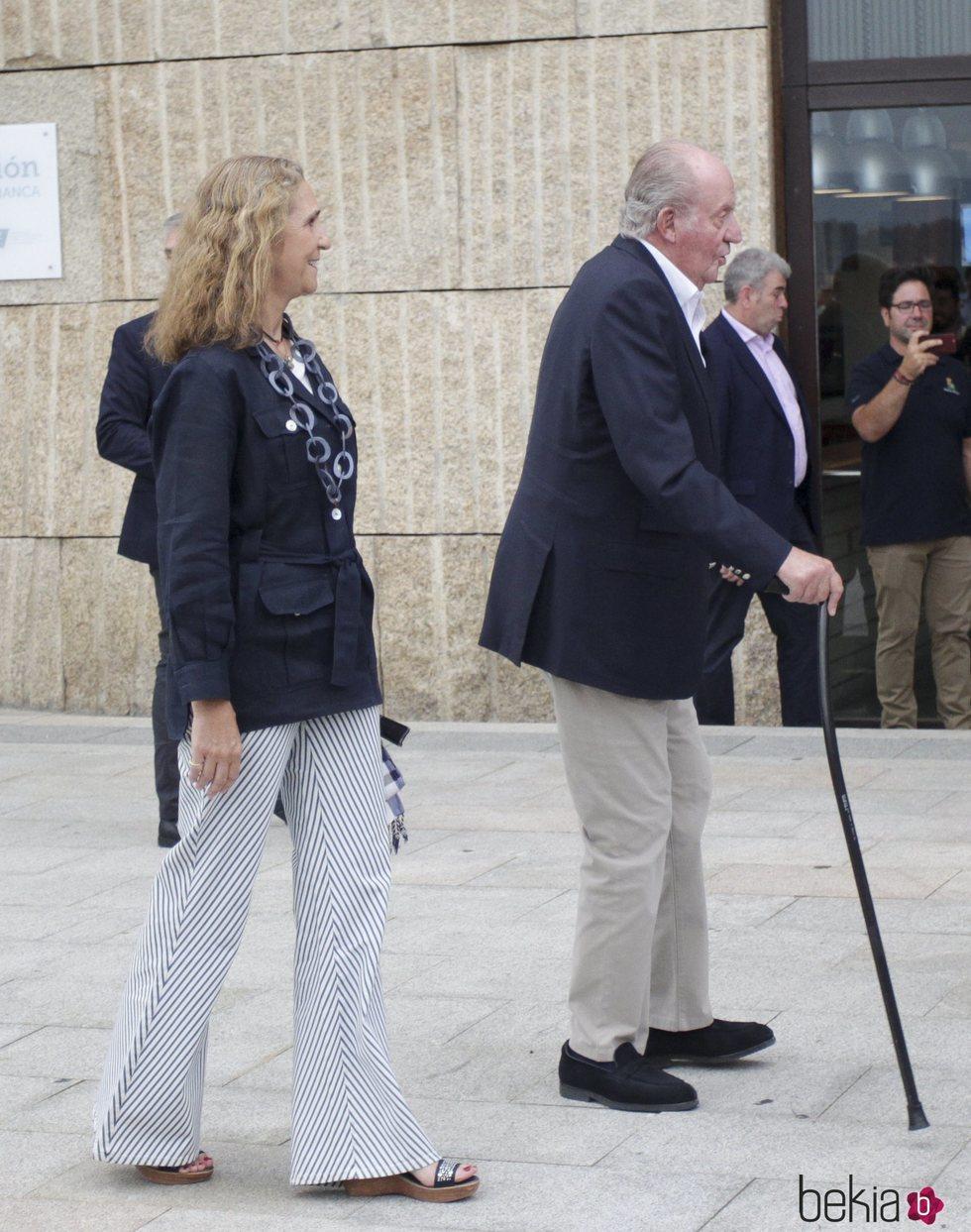 El Rey Juan Carlos y la Infanta Elena en una cena en Sanxenxo