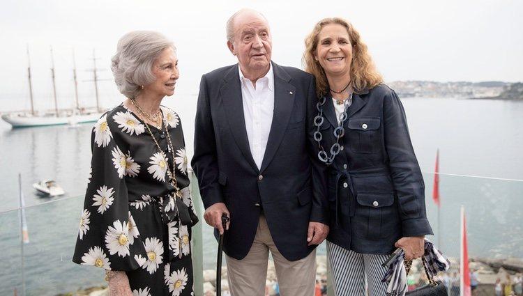 El Rey Juan Carlos, la Reina Sofía y la Infanta Elena en Sanxenxo