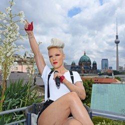 Pink presentando su concierto de Berlín