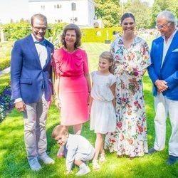 Carlos Gustavo y Silvia de Suecia, Victoria y Daniel de Suecia, Estela y Oscar de Suecia en Solliden 2019