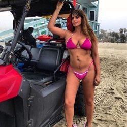 Marisa Jara enseña su cicatriz en bikini sin complejos
