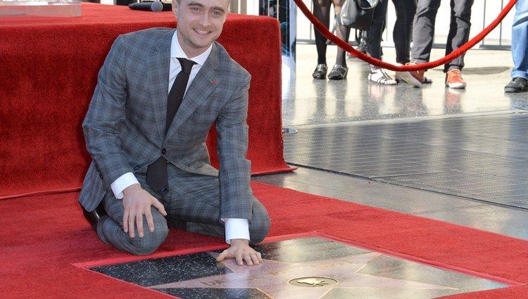 Daniel Radcliffe recibiendo su estrella en el Paseo de la fama de Hollywood