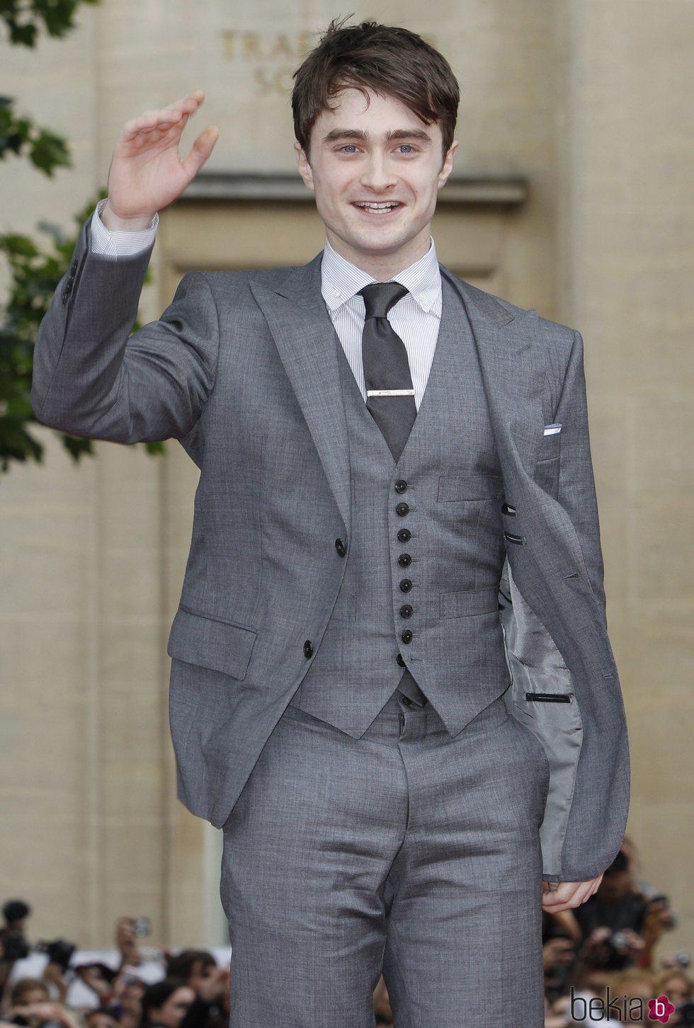 Daniel Radcliffe saludando