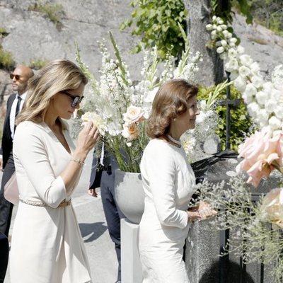La Reina Silvia de Suecia y la Princesa Magdalena en el funeral de una amiga cercana