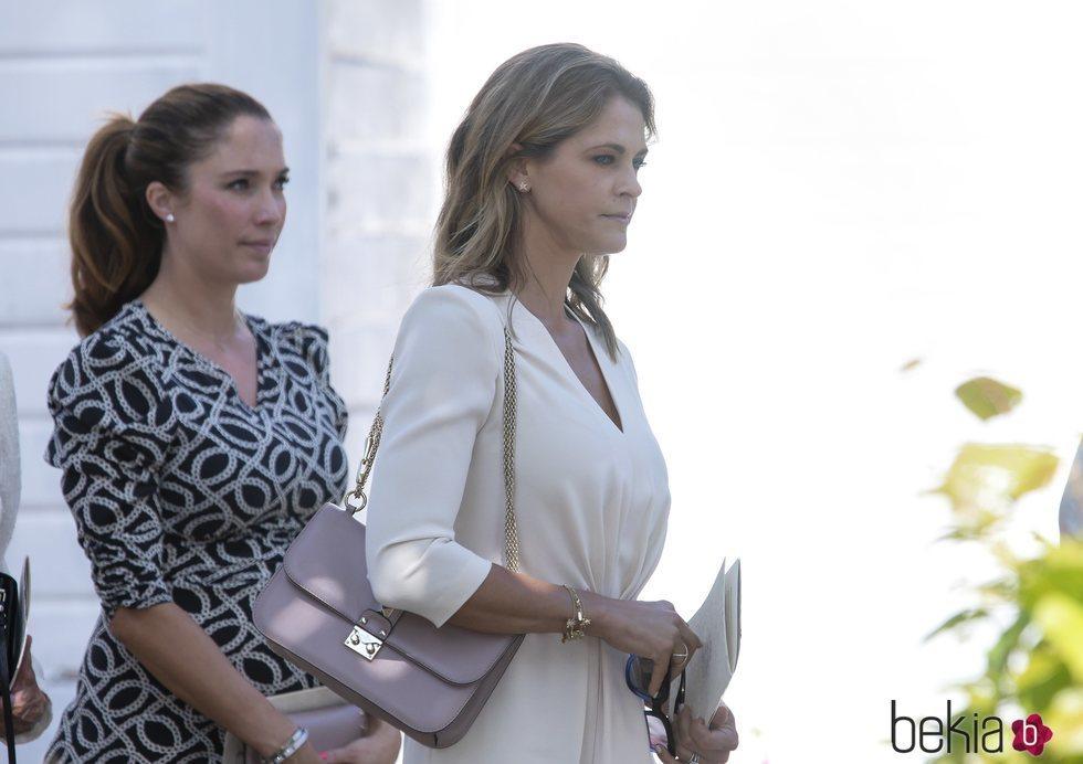 Magdalena de Suecia y Louise Thott en el funeral de Ankie Wallenberg