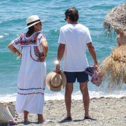 José María Aznar y Ana Botella en la playa de Marbella