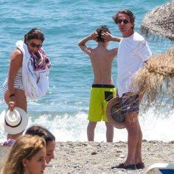 José María Aznar y Ana Botella con su nieto en Marbella