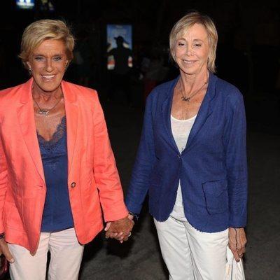 Chelo García Cortés y Marta Roca a su llegada a la fiesta de despedida de 'Supervivientes 2019'