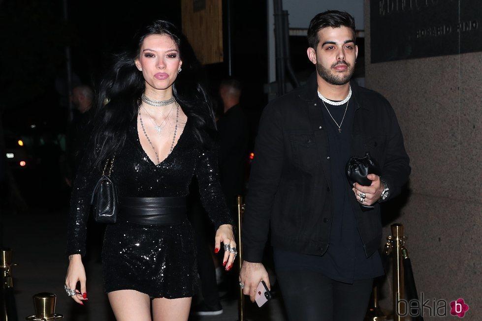 Alejandra Rubio y su novio a su llegada a la fiesta de despedida de 'Supervivientes 2019'