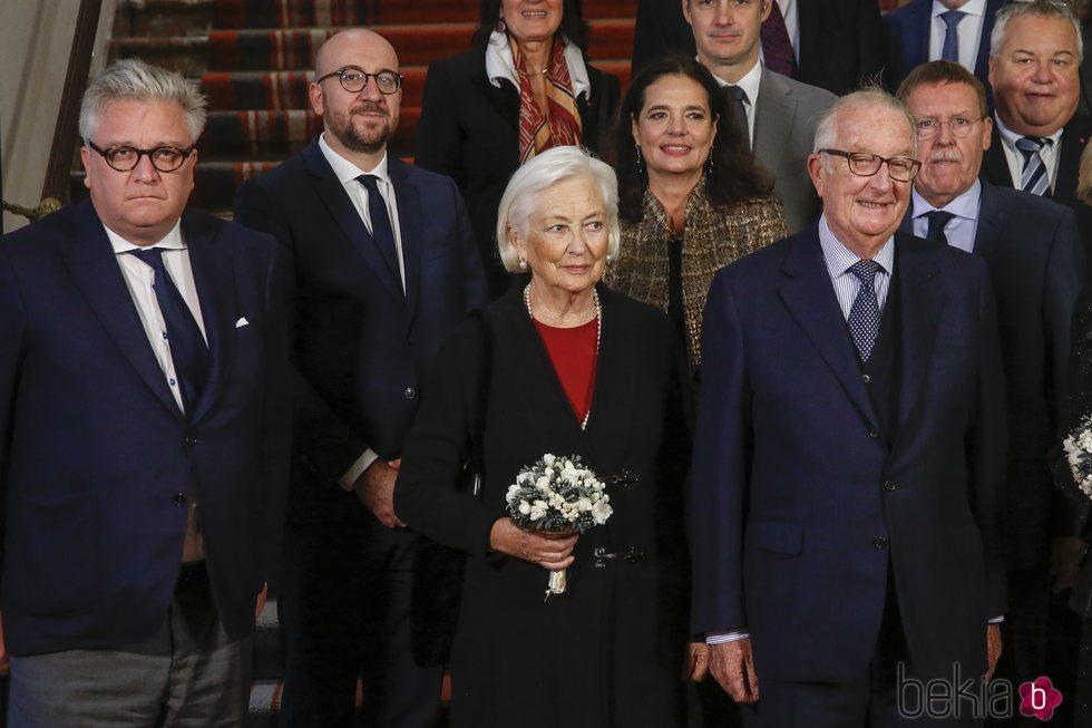 Los Reyes Alberto y Paola de Bélgica junto al Príncipe Laurent en un acto público