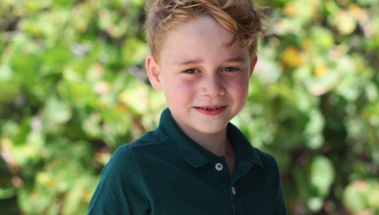 El Príncipe Jorge en la fotografía oficial de su sexto cumpleaños