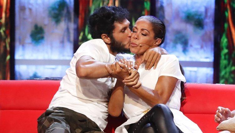 Isabel Pantoja y Omar Montes, muy tiernos en el debate final de 'Supervivientes 2019'