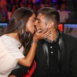 Violeta Mangriñán y Fabio Colloricchio se besan en el debate final de 'Supervivientes 2019'