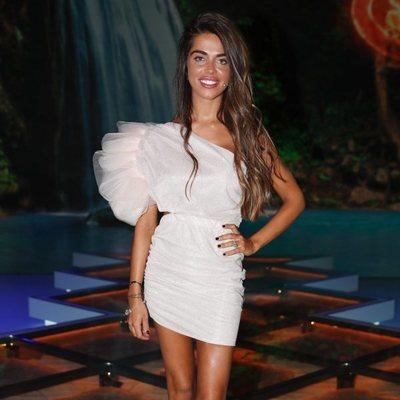 Violeta Mangriñán es fotografiada en el debate final de 'Supervivientes 2019'