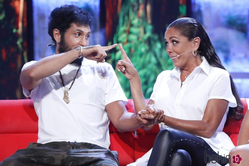 Isabel Pantoja y Omar Montes, muy conectados en el debate final de 'Supervivientes 2019'