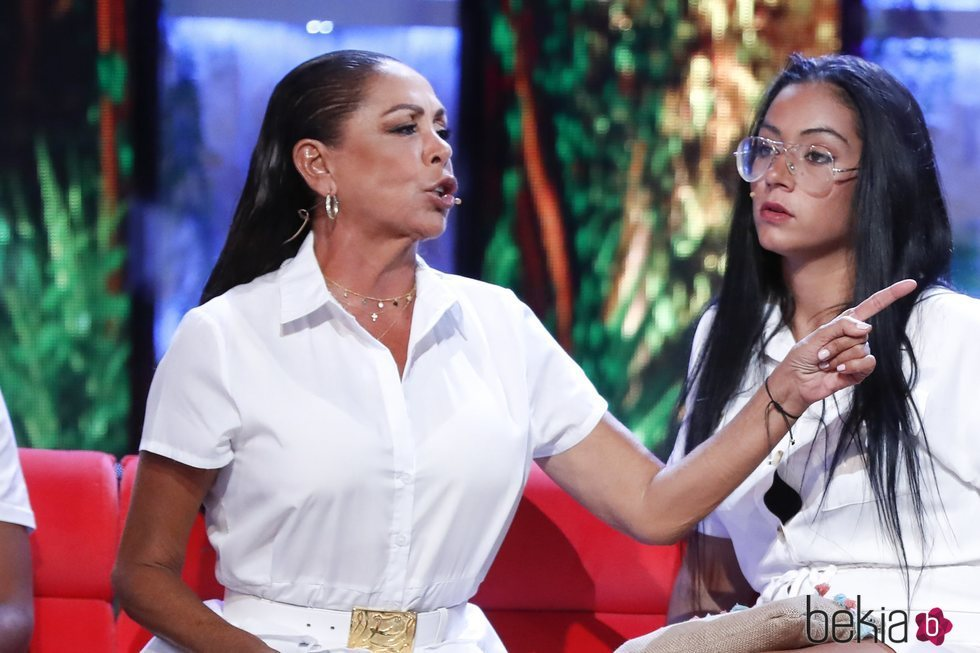 Isabel Pantoja, enfadada en el debate final de 'Supervivientes 2019'
