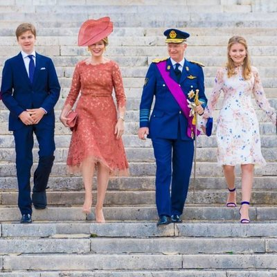 La Familia Real de Bélgica a la salida de la Catedral San Miguel y Santa Gúdula
