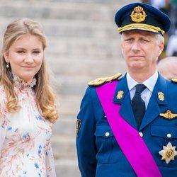 La Princesa Isabel junto a su padre el Rey Felipe de Bélgica