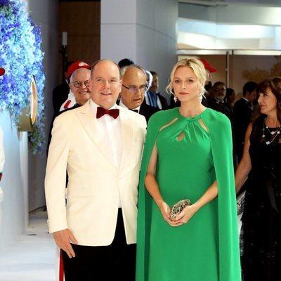 Charlene y Alberto de Mónaco en el Baile de la cruz Roja