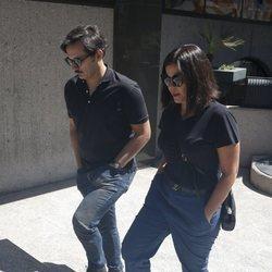 Alberto y Laura Caballero en la capilla ardiente de Eduardo Gómez