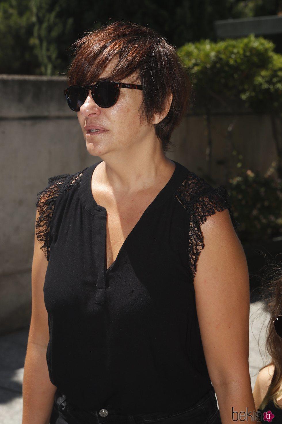 Melani Olivares en la capilla ardiente de Eduardo Gómez