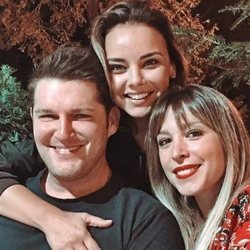 Chenoa junto a  Manu Tenorio y Gisela