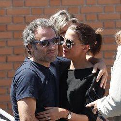 Daniel Guzmán y Macarena Gómez en el funeral de Eduardo Gómez