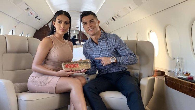 Cristiano Ronaldo con Georgina Rodríguez en su jet privado