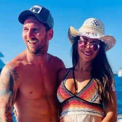 Leo Messi y Antonella Roccuzzo disfrutando de sus vacaciones en Ibiza
