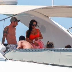 Leo Messi de risas con Daniella Semaan en Ibiza