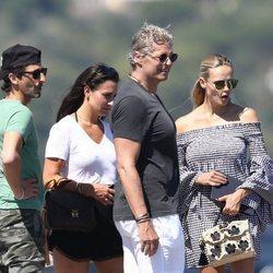 Adrien Brody con Natasha Poly y su marido Peter Bakker en St Tropez