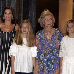 La Reina Letizia, la Princesa Leonor, la Reina Sofía y la Infanta Sofía yendo al ballet en Palma
