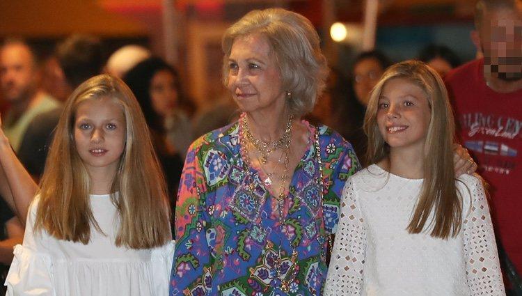 La Reina Sofía, la Princesa Leonor y la Infanta Sofía en el ballet en Palma