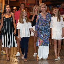 La Reina Letizia, la Princesa Leonor, la Infanta Sofía y la Reina Sofía en el ballet en Palma