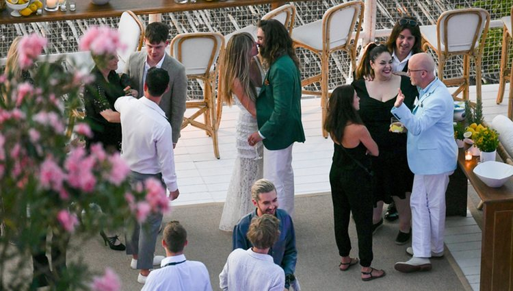 Heidi Klum y Tom Kaulitz besándose en Capri